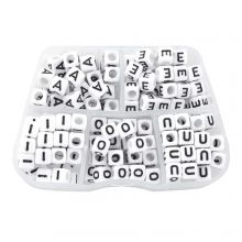Kralendoos - White Letterkralen Klinkers - 6 x 6 mm (35 kralen per letter)
