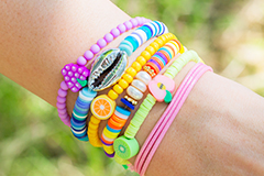 Colorful polymer beads